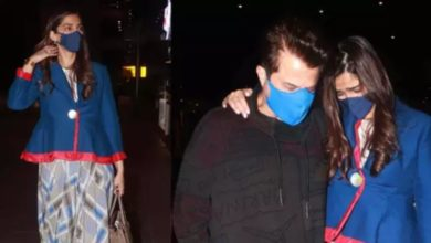 Photo of Sonam returns to India from London, tears up seeing father Anil Kapoor at the airport