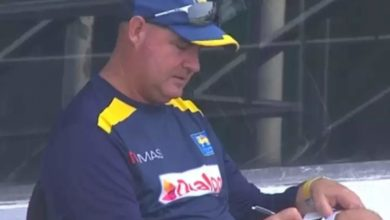 Photo of There are some idiots out there, coach Mickey Arthur giving advice to the Sri Lankan players who lost to India