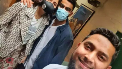 Photo of Virat-Anushka making fans happy by taking photos with fans in UK, another viral picture