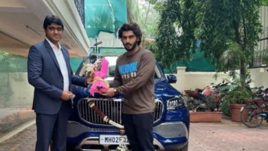 Photo of Arjun Kapoor bought a very expensive luxury SUV car, the price is in crores, the number of the car is special