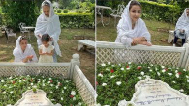 Photo of Soha Ali Khan went to father's grave with daughter and mother, said emotional thing