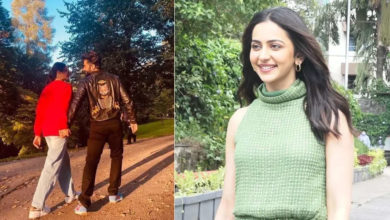 Photo of Rakulpreet Singh surprises everyone on her birthday, admits to being in love with Jackky Bhagnani