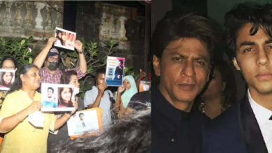 Photo of Sushant's fans gather outside 'Mannat' to support Shah Rukh Khan and his family