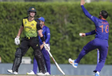 Photo of Virat Kohli Bowling: Smith surprised by Kohli's ball, ball in wicketkeeper's hands before swinging the bat – report on kohlis bowling against australia in t20 world cup preparation match