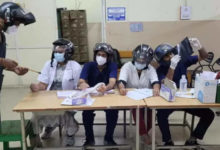 Photo of doctors in helmets: the sealing ventilator fell on the head of the doctor on duty;  Hospital helmet protest – junior doctors from osmania general hospital hyderabad protest helmet use